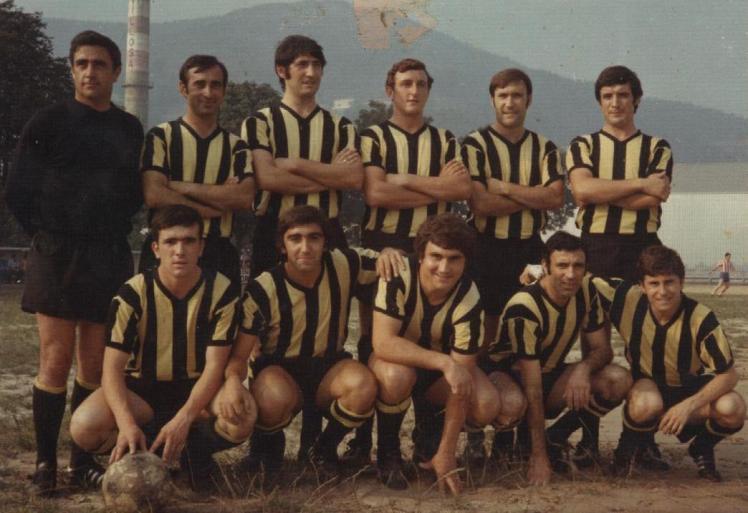 Barakaldo C.F. 73-74.Partido de pretemporada contra el Villosa. En la foto vemos a Bitoren Bilbao, Carlos, Madariaga, Arechalde, Nando, Abiega,Dani, Benito, Larreina, Víctor y Lalo.